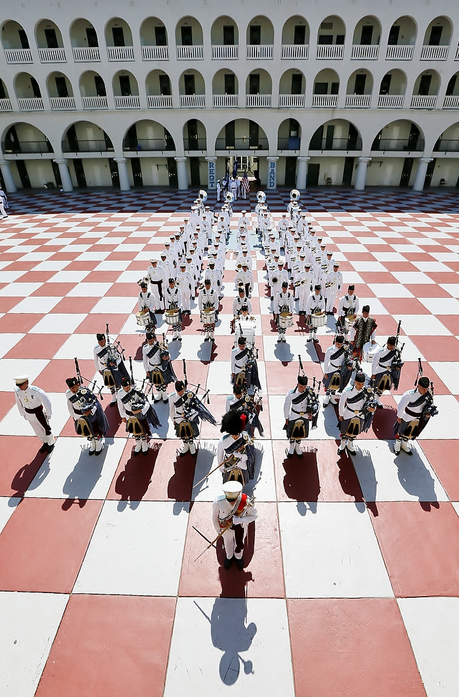 2015-Citadel-Regimental-Band-and-Pipes-in-barracks-quad