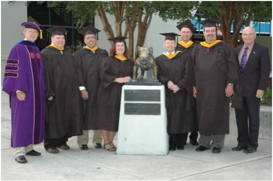 2011 may mspm grads with bulldog